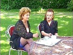 Twee Grannies Neem Thee en Cock