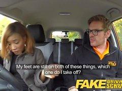 Fake Driving School Ebony Londoner zahlt für den Unterricht mit Sex