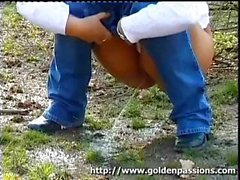 This chick gets so desperate to pee that she takes a leak in the middle of a public park