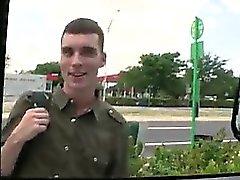 Бесплатные прямые черные веселый человек уклоняюсь парня троллинга автобус СД