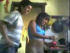 putita es cogida mientras cocina subido por kinestops
