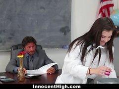 Hot Girl gefickt In Chemie-Labor von Lehrer