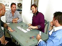 Alice tar ett poker tuppar i hennes röv hål