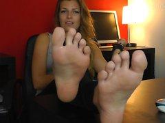 FGF Estelle worship stinky feet HD