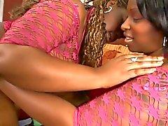 Ebony hotties älskar att få butt - bankade