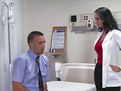 Big- baştankara esmer fahişe doktor Ava Addams hastanın dick sürmek