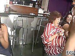 Julkiset kova vittu baarista