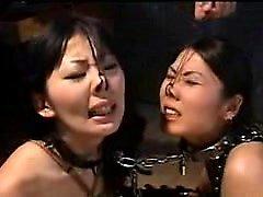 Las señoras orientales de Kinky traen su fantasía del fetiche de la esclavitud a