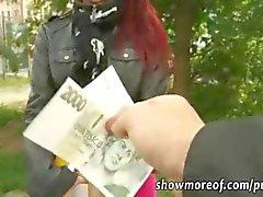 Punapää amatööri Tšekin tyttö anaali kukko ratsastus rahoille