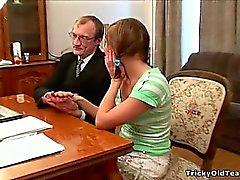 Reizvolle Schul fährt Knüppel-Fick ihres Lehrers für einen A.