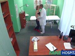 FakeHospital tohtorin nussii potilaan takaa
