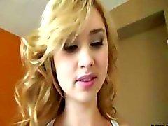 Suloinen blondi teinimakea tiukka pillu saa munaakuntosalilla