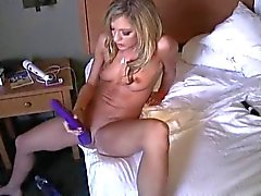 Amy masturbeert Till Squirts HARD !