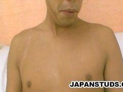 Motoyoshi Horie - stiligt Japan Presentation Kille Stroking sitt lilla Oklippt