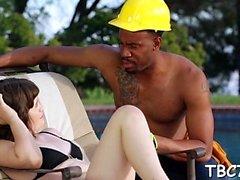Teenie onun cinsel istek büyük kara pecker tarafından memnun alır