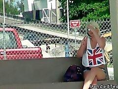 Sitzen auf einem Schwänze im Rücksitze