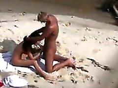 La playa pareja chupar y follar