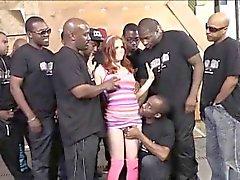 Stora tuttar hora Pennys Pax att njuta av en stort ansiktsbehandling av svarta män