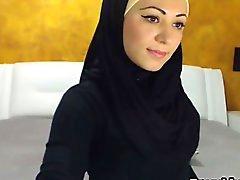 Schönen arabische Mädchen Leisten und masturbiert