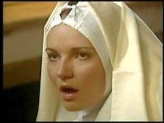 Lezbiyen rahibe kardeşini yumruk