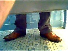 tutte le glory hole amatoriali understall stanza del bagno pubbliche