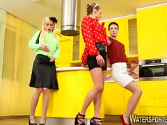Kinky lezzies pee covered
