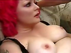 The Chubby Redhead Alt Kızı berbat ve meali Tattooed horoz