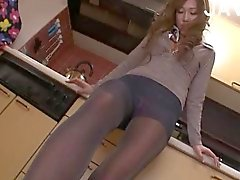 Babe In Pantyhose Gets Stuffed