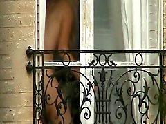 Nuevo vecino completamente desnuda !