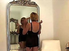 Cheating british mature lady sonia flaunts her heavy tits