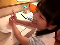 Japanese Teeny Schülerin gargling einige cum