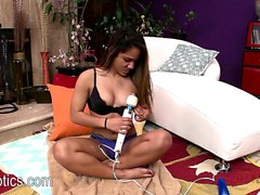 Selena Cruz rubs her wet pussy with a big toy