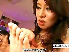 Подзаголовок японских пум Одетая Женщина Голый Мужчина пениса дразня метров играть