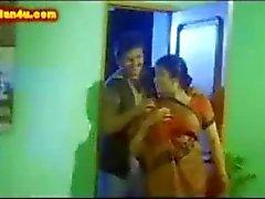 Il Telugu alla zia le tette succose succhiati