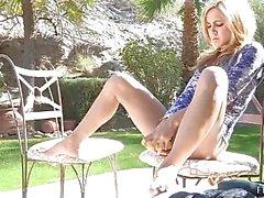 Ashley zierliche Amateur niedliche Blondine mit nacktem ass Freien und im Innenbereich liebäugelt Pussy