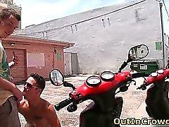 Scooter hakkında dik eşcinsellerin biraz kamuoyu sahip