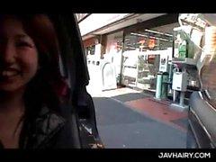 Seni grandi slutty teenager asiatica si fà la fica hairy toccò nel una vettura