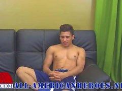 Armond Rizzos - Interview att vara i för marin - Gay Latino Twink