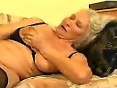 Фотографий грудастая бабка получает выебанная