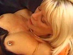 Französisch Cougar von Eva Delage smokes vor Geschlecht