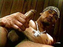 Córneo cock negro succiona mismo fuera de