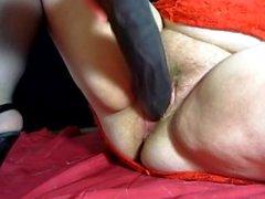 жиров мамаша с громадными сиськами трахает себя с громадным фаллоимитатор ( оргазмом )