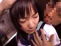 Adorabile della Asian schoolgirl con grandi tette Ottiene il suo fica irsuto