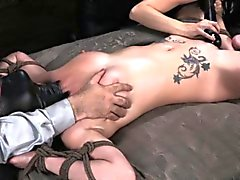 De BDSM sub Veruca de James dévers climax