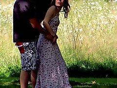 amantes parque de día de soleadas
