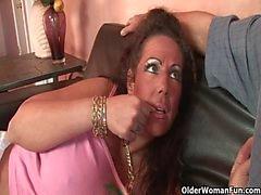 Mom трахнут помощью толщиной петух