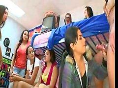 Schlafsaal Mädchen der verrückten Partei