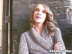 Tonåring Beckie Lynn creampied med 5 Svarta reser upp