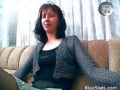 Tesão massagem de MILF morena sua vulva