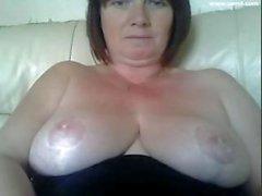 Impilato grassa momma britannica è pronta per un chiacchierata del webcam Hot Damn